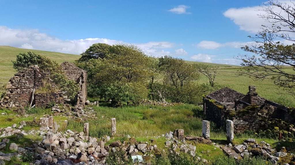 Ruined farm buildings on the way to Ponsonby Fell