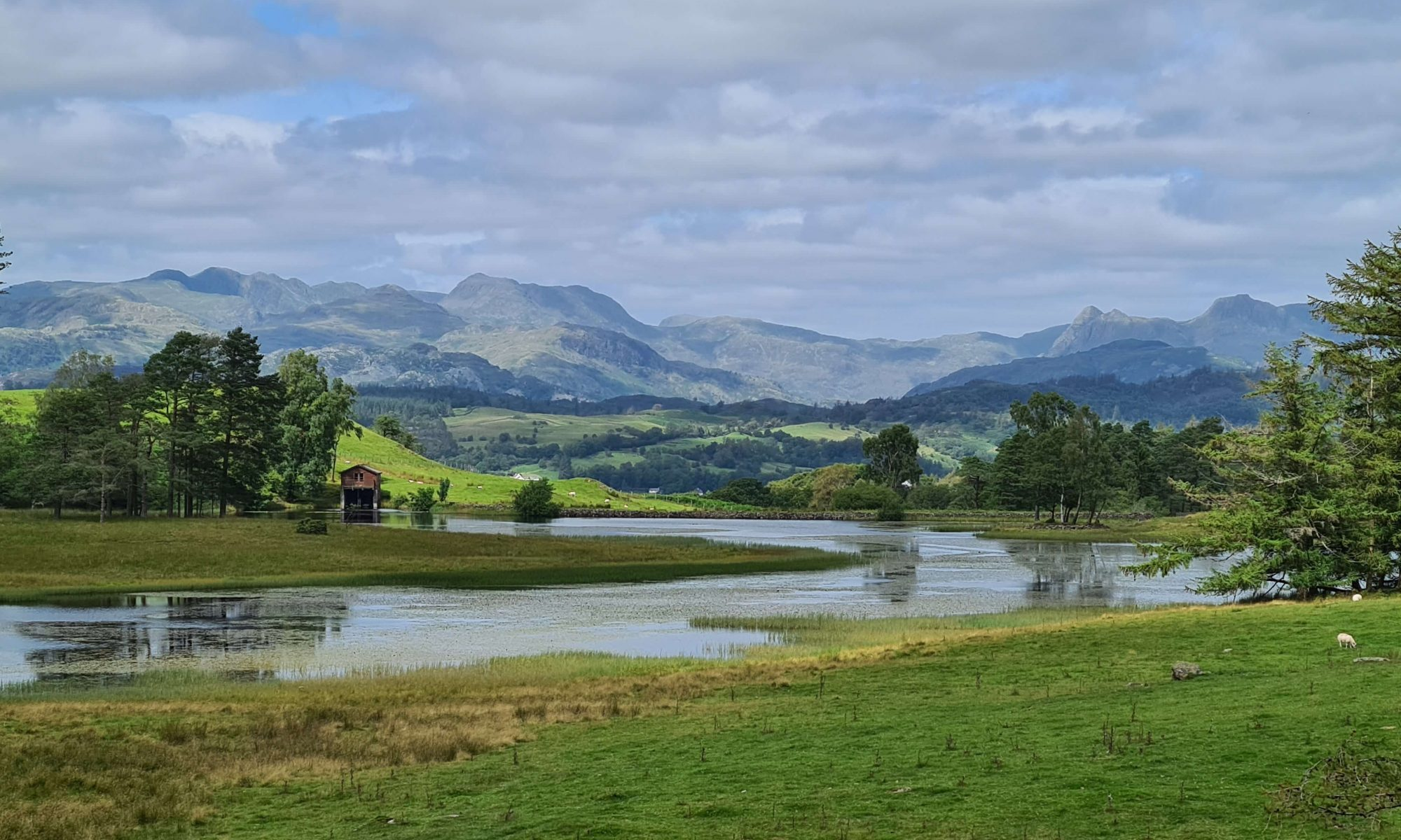 A beautiful mountain view over Wise Een Tarn in the Lake District